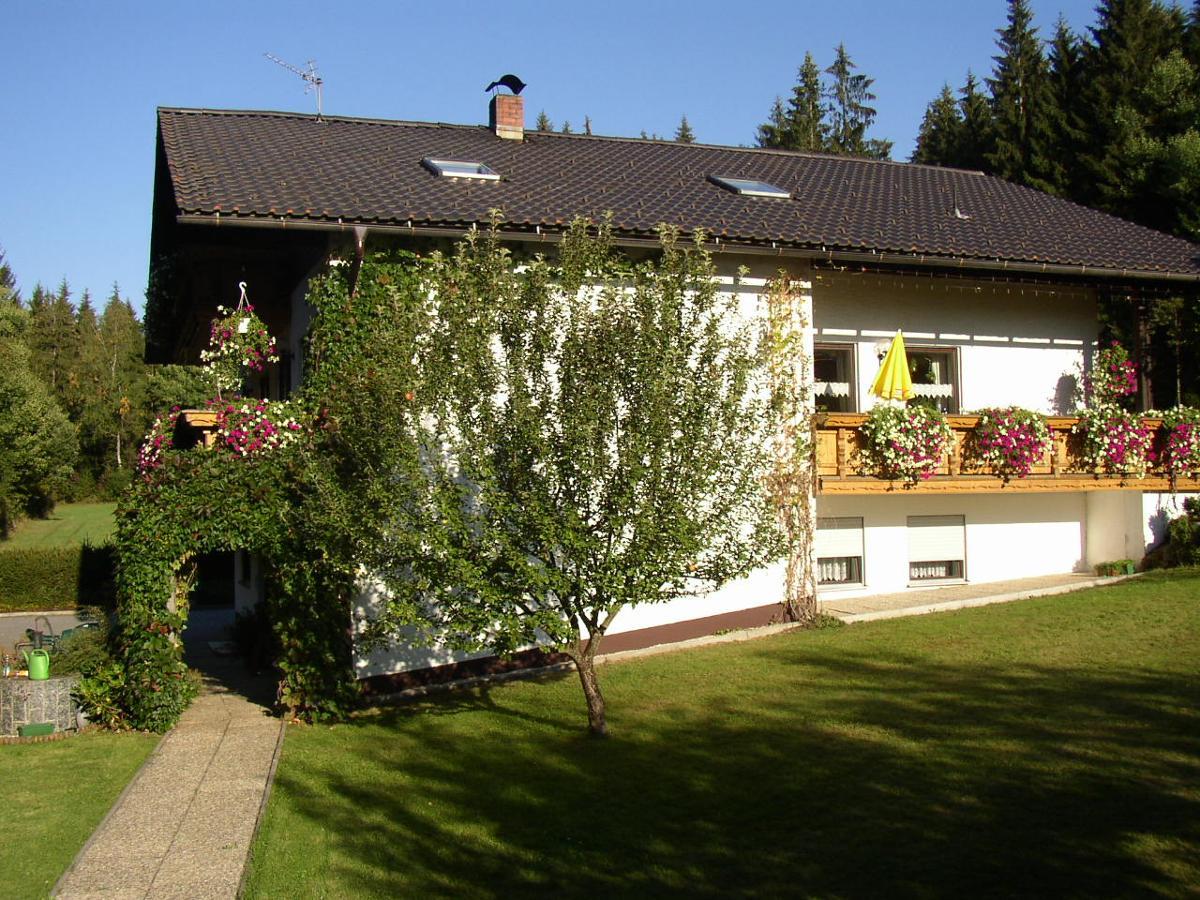 Ferienwohnungen Krawetz Josef in Lindberg